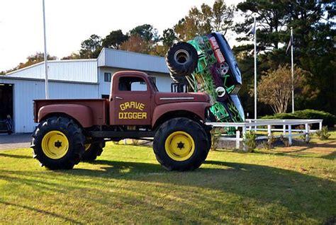 monster jam dog truck monster truck grave digger grave digger pinterest