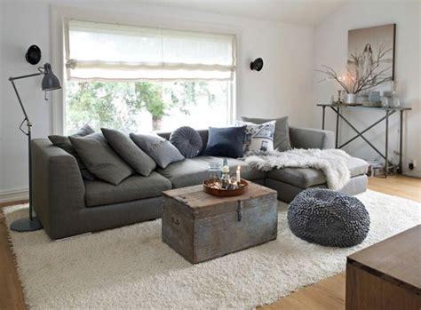 wohnzimmer italienisch einrichten wohnzimmer einrichten dekorieren decke wei 223 er teppich