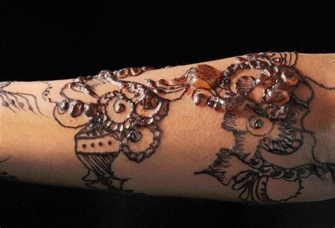 how to cure henna tattoo allergy the dangers and side effects of henna tattoos andrea
