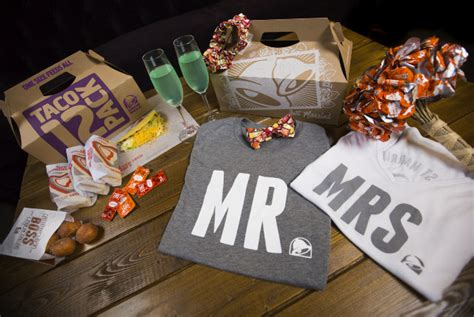 Finally: You Can Get Married At A Taco Bell In Las Vegas