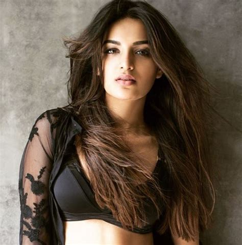 munna michael film actress image 15 hot sexy photo s of nidhhi agerwal munna michael