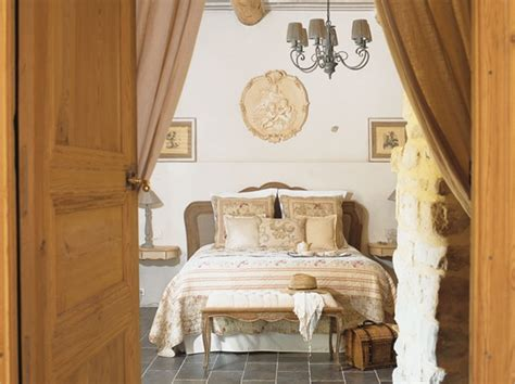 Tips To Create A Country Style Master Suite how to create country bedroom design