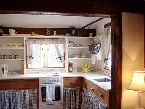 kitchens for cottages fig tree cottage kitchen hooked on houses