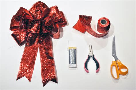 how to make the perfect christmas bow how to make the bow for a wreath like a latte
