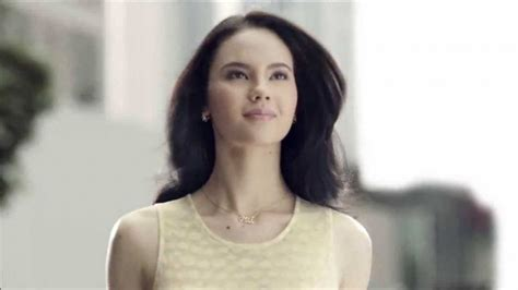 commercial model pantene new pantene commercial encourages women to shrug off