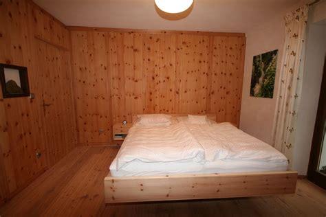 schulterschmerzen nach schlafen zirbenholz schlafzimmer gsund schlafen und wohnen loferer