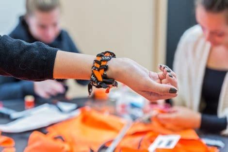 armband van reddingsvest studenten maken armbanden van reddingsvesten weblog