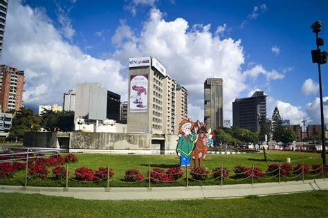 imagenes de plaza venezuela caracas en fotos plaza venezuela mantiene el aire navide 241 o y se