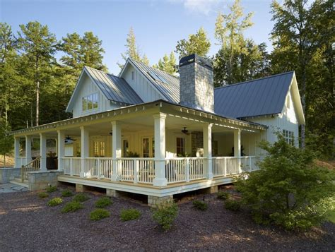Farmhouse Style Homes | i want a full wrap around porch farmhouse style homes