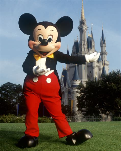 Tomica Dianey Motors Mickey Mouse grab a fastpass to meet mickey mouse at the magic kingdom