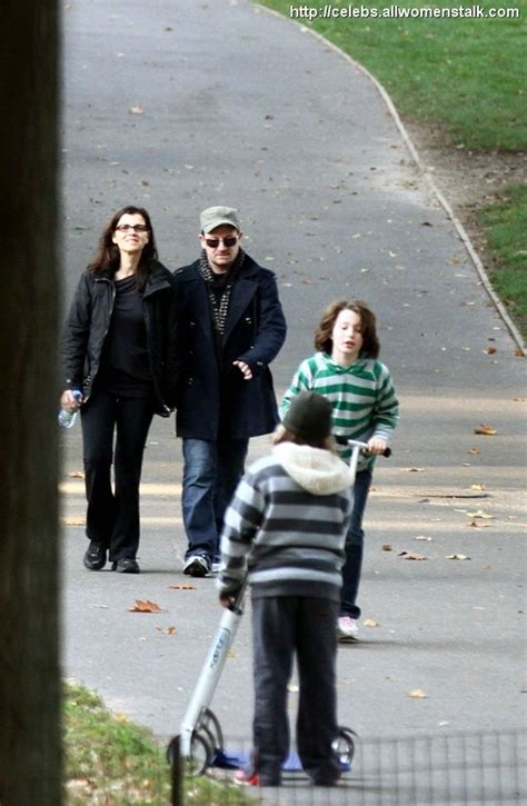 Therapy Fridays Web Snob Weekly Up Second City Style Fashion by 8 Photos Of Bono S Family Stroll