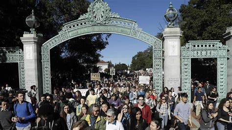 College Mba For California Residents by Of California To Freeze Undergraduate Tuition