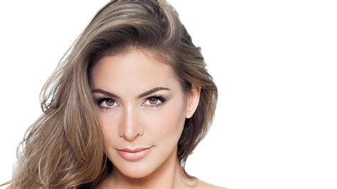 hairstyle to hide grey roots best hairstyles to hide gray roots how to use highlights