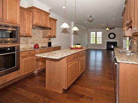 kitchen backsplash ideas with maple cabinets with pics 20 best images about kitchen backsplash on pinterest