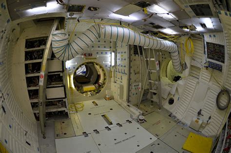 Interior Space Shuttle by Space Shuttle Interior Pics About Space