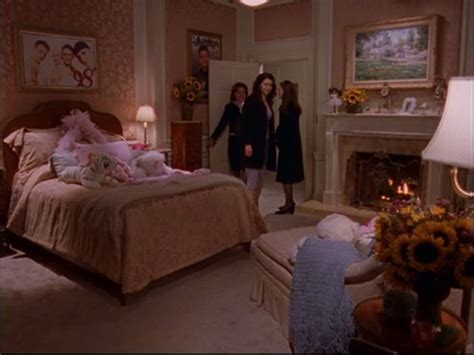 gilmore living room gilmore lorelai s house and the gilmore mansion