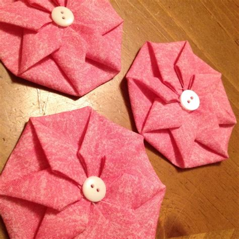 Fabric Origami - origami fabric flowers loving these patchwork