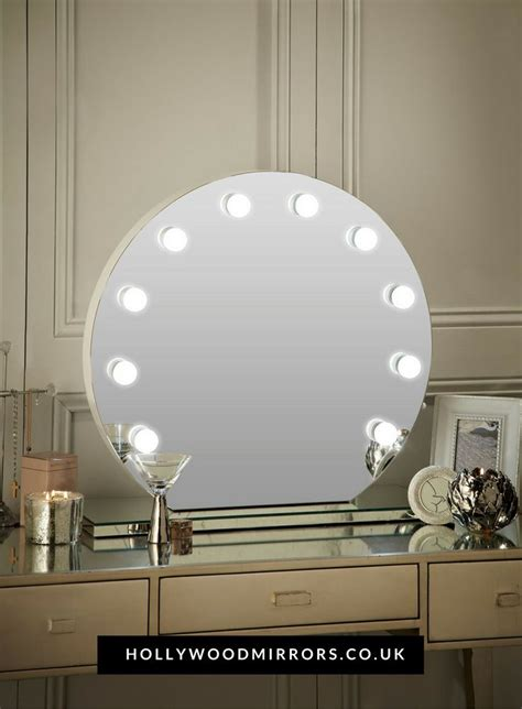 Mirrored Vanity Table With Lights by Best 25 Dressing Table With Lights Ideas On