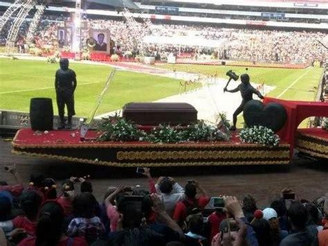 imagenes estadio azteca chespirito quot chespirito quot roberto g 243 mez bola 241 os la colorida despedida