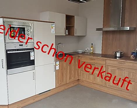 komplettküche angebot wandgestaltung wohnzimmer grau rot