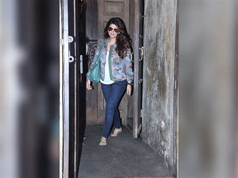 Twinkle Khanna Wardrobe by Spotted Mrs Funnybones Ootd Is Cooler Than Usual Boldsky