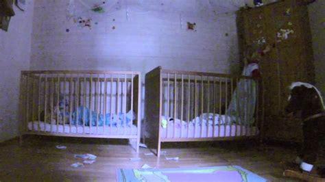 bett zwillinge lustige zwillinge gespr 228 che und aktionen im babybett