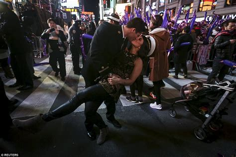 new year festival nyc 2015 nyc times square revelers usher in new year with demi