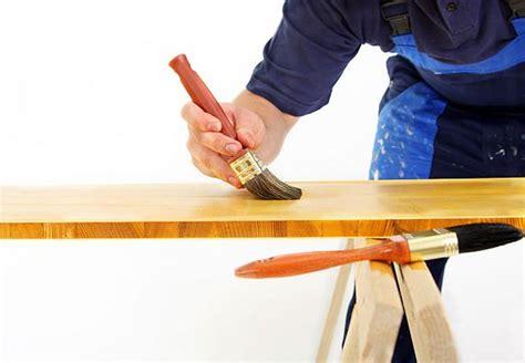 Holz Lackieren Pinsel Oder Rolle by Holzschutz Mittels Lack Lasur Und 214 L Obi Ratgeber