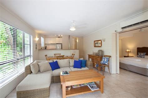 accommodation port douglas apartments affordable 2 bedroom accommodation port douglas apartments affordable 2