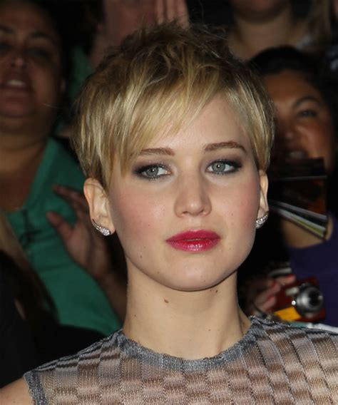 swept back casual haircust jennifer lawrence short straight casual pixie hairstyle