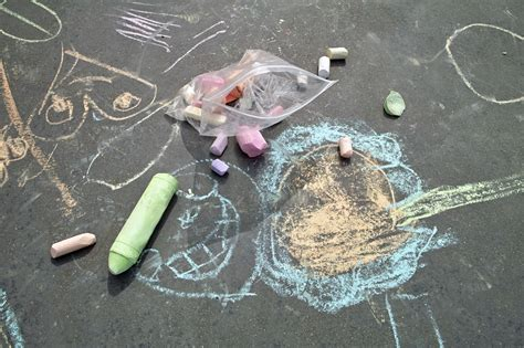 Frame Foto Family Kereta get creative sidewalk chalk and paint projects
