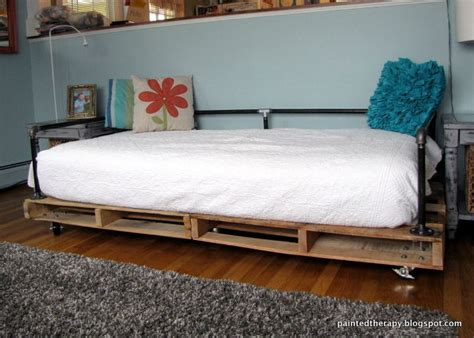 diy daybed couch hometalk diy pallet daybed