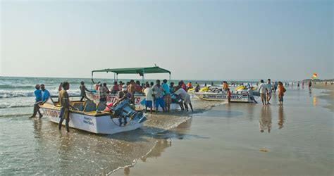 banana tube boat ride in goa things to do in goa with family couples and youngsters