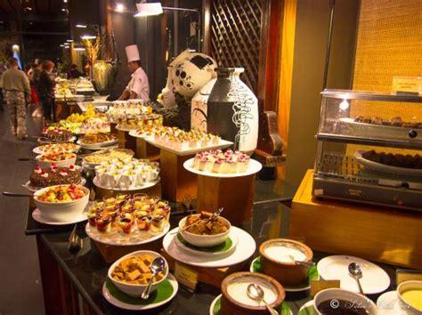 superb buffet picture of heritance kandalama dambulla