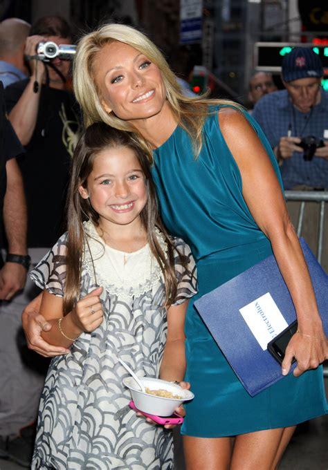 kelly ripa daughter 2015 lola consuelos children of celebrities fascinate me