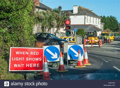 temporary traffic lights at roadworks roadworks stock photos roadworks stock images alamy