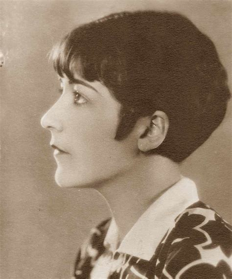 variety of bobs in 1920 iconic 1920s hairstyle the pringle shingle glamourdaze