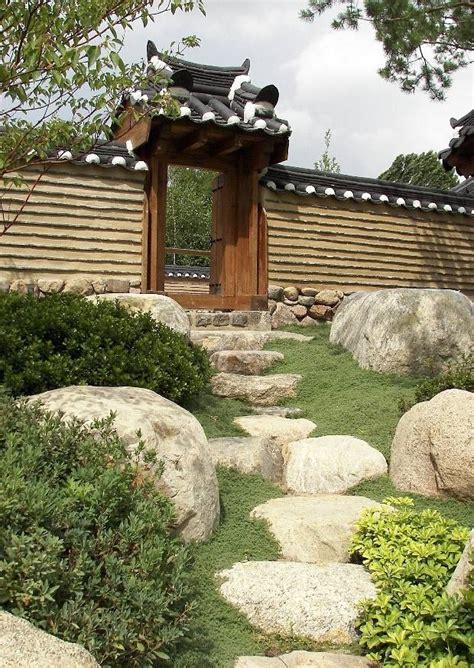 garten marzahn koreanischer garten berlin marzahn findlinge trittstufen