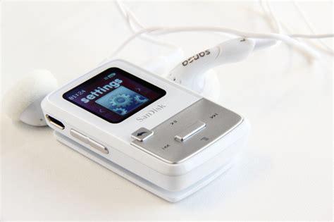 best mp3 player 2013 sansa clip zip 4gb review better than the ipod shuffle