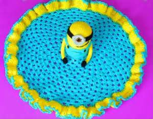 Free pattern absolutely adorable minion lovey crochet blanket knit and crochet daily