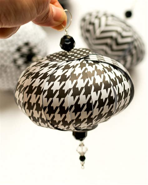 Paper Balls Craft - paper diy ornaments allfreepapercrafts