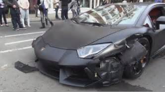 crashed white lamborghini lamborghini aventador worth 163 300 000 with top speed of