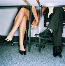 amour au bureau four reasons not to a secret relationship