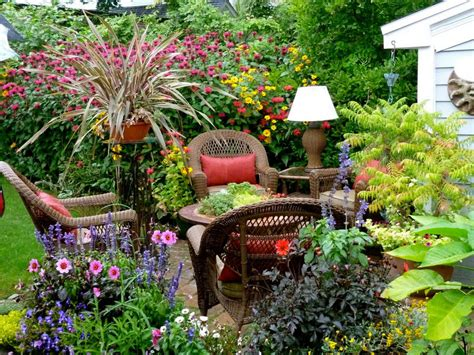 Pretty Backyard Ideas Small Gardens Are Beautiful And Low Maintenance Smallman Construction And Electric