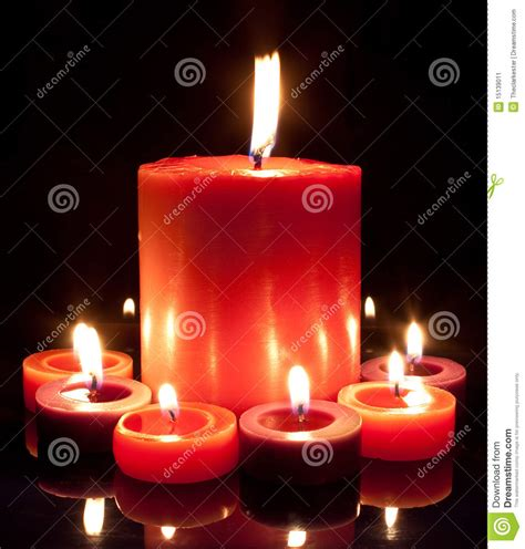 imagenes velas rojas encendidas velas rojas grandes y peque 241 as