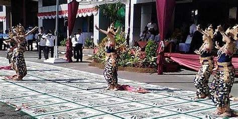 Karpet Biasa Malang menag sebut tarian tak dilakukan di atas sajadah atau