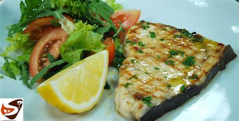 come cucinare il pesce spada in padella pesce spada arrostito alla griglia alla piastra in