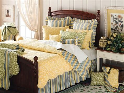 yellow and blue bedroom i never would have thought to put blue and yellow together 17894 | b03b3c9eeee8139d18c9f2708d5e6316 blue yellow bedrooms country bedrooms