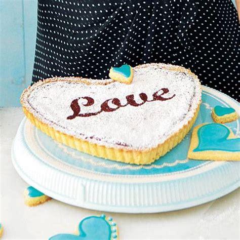 valentinstag kuchen in herzform backen zum valentinstag kuchen und kekse f 252 r die liebsten