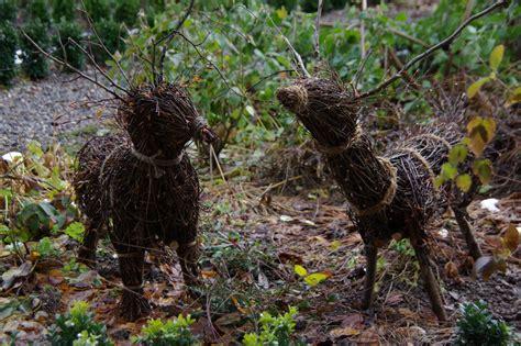 der garten hirsch hirsche im wintergarten gartengefl 252 ster zarte bl 252 ten